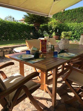 Relais Serapo: Colazione in giardino