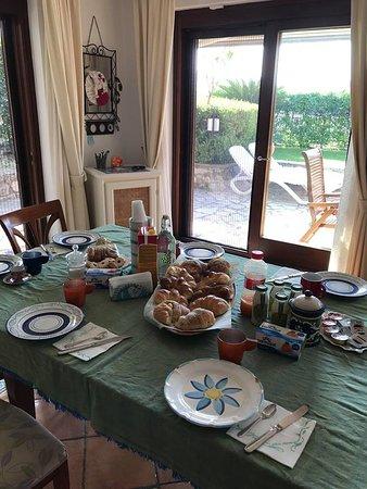 Relais Serapo: Colazione Mediterranea