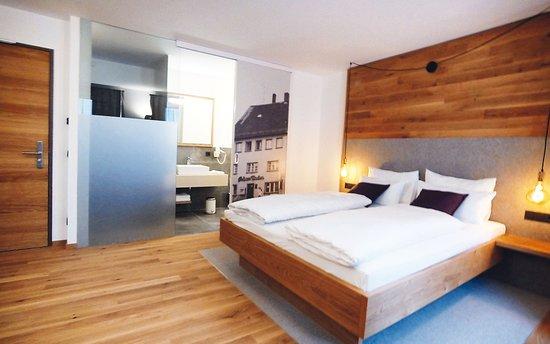Unsere modernen Doppelzimmer mit großem Bett