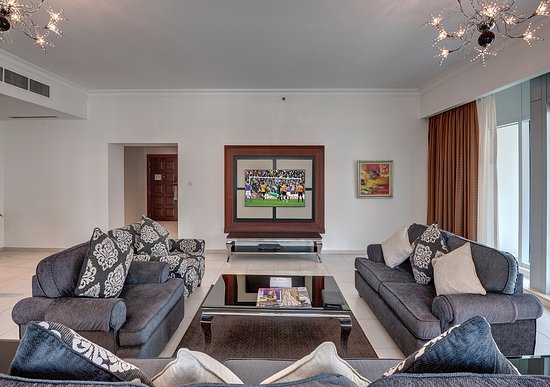 Marina Hotel Apartments: Living Area of One-Bedroom Apt