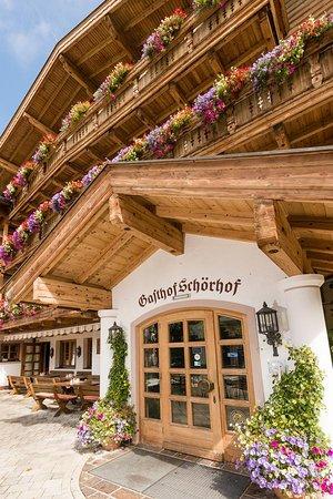 Haupteingang zum 4* Wellnesshotel Gasthof Schörhof