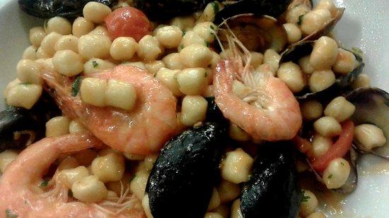 Pepite di patate, cozze, gamberi e pachino