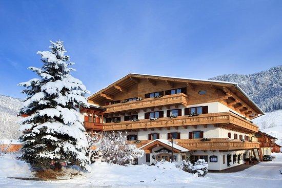 Im Winter liegt Ihnen am Schörhof das 90 Kilometer umfassende Netz an Langlauf-Loipen unmittelbar zu Füßen - die Ausrüstung können Sie sich direkt im Hotel mieten.