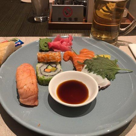 Zweiter Aufenthalt im Marriott Nanjing South. Alles war wieder sehr gut. Das Buffet-Essen am Abend ist sehr gut, allerdings sind nicht alle Speisen wirklich warm. Preis/Leistung stimmt aber.