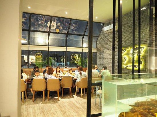 ขอเอาใจผู้ชื่นชอบกุ้งล็อบสเตอร์กับร้านเปิดใหม่ที่ The Crystal Veranda กับ Lobster & More ร้านอาหารที่เน้นเสิร์ฟเมนูจากล็อบสเตอร์ พร้อมเมนูอื่นอีกมากมาย