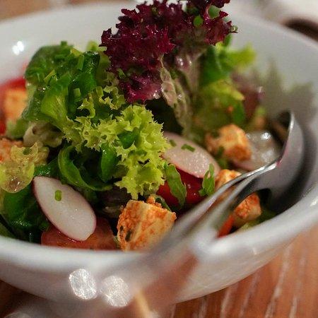 Clausthal-Zellerfeld, Germany: Knackiger Salat mit tollem Dressing in der Harzer Speisekammer
