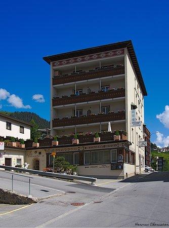 Aparthotel Rössli Davos. Zentrag gelegen, nahe Parsenn Station und Bahnhof Davos Dorf