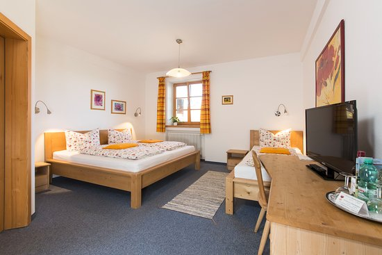 Miesbach, Germany: Dreibettzimmer /Triple bed room