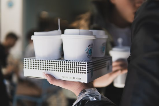 Александруполис, Греция: Με την υπηρεσία delivery. τώρα μπορείτε να απολαύσετε τον τέλειο καφέ όπου κι αν βρίσκεστε