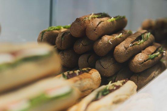 Alexandroupoli, Greece: Γευστικά σάντουιτς για κάθε στιγμή της ημέρας, φτιαγμένα με τα πιο εκλεκτά υλικά.
