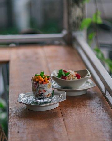 Sendok Warung Canggu:  Chia Pudding and Fruit Salad - Best Breakfast