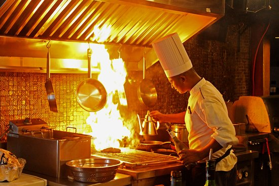 Bengaluru Grill House by Radisson Blu Bengaluru This international restaurant focuses on grilled specialties, including Prime New Zealand lamb chops, top-quality seafood, game and poultry. Savour the rich, smoky flavour as you sit beside the pool.