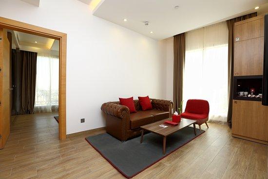 IntercityHotel Riyadh Malaz: Deluxe Suite Living Room