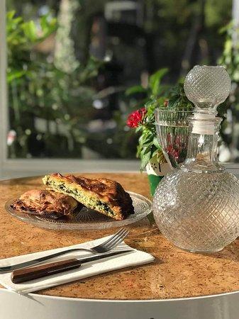 Dapprima Cafe: Λαχταριστή σπιτική και αγαπημενή σπανακόπιτα