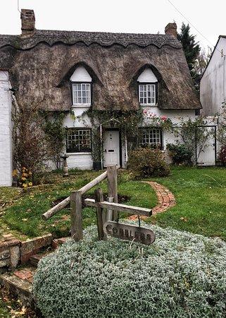Англия, UK: Gironzolando per la campagna inglese...questo cottage non sembra uscito da una fiaba?