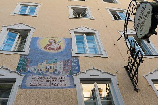 Hotel Amadeus Entrance