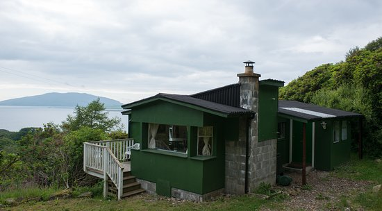 Craobh Haven, UK: Crowhill Cabin sits on the hill and provides stunning views of the Inner Hebrides