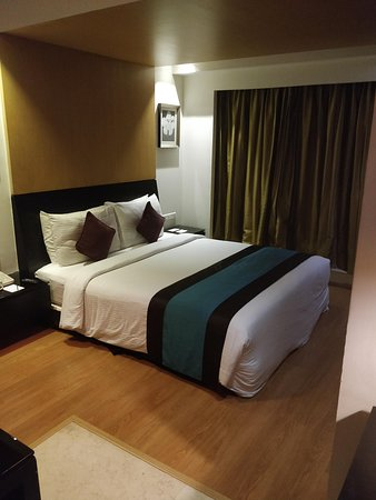 Davanam Sarovar Portico Suites: Bed.