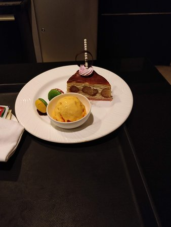 Davanam Sarovar Portico Suites: The gulabjamun cheesecake was delicious but I think it packs in a few thousand calories. Don't try to eat alone.
