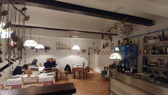 Trattoria Toschi: La sala da pranzo