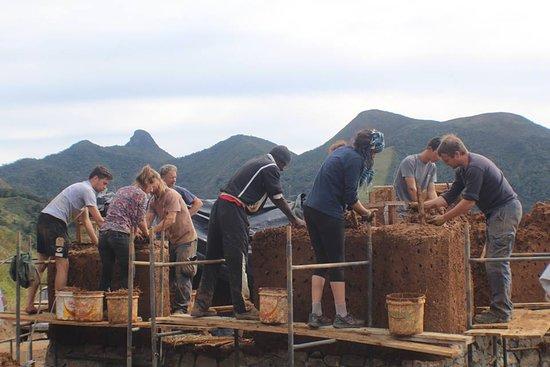 Eco Caminhos: group bioconstruction experience