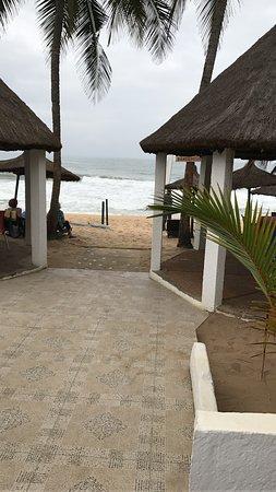 Ассини, Кот-д'Ивуар: COSTA D' AVORIO - ASSINIE La spiaggia sulla  laguna in uno dei tanti ristoranti