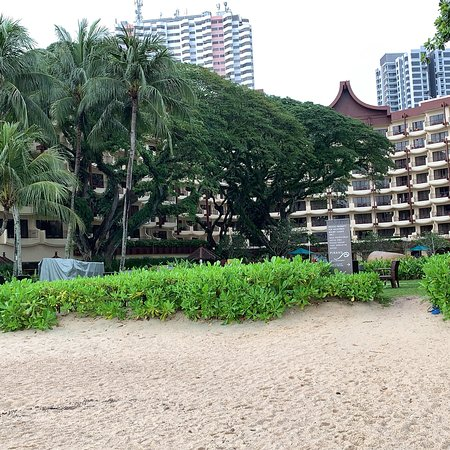 Shangri-La's Rasa Sayang Resort & Spa: One of the best if not THE BEST resorts in Batu Ferringhi area in Pinang , Lavish gardens and relaxing environment with top class service