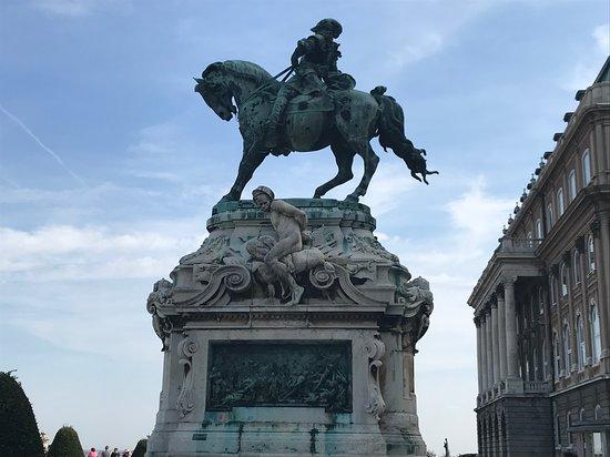 Замковая гора (Вархедь): Statue of Prince Eugene of Savoy