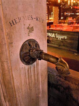 Hermes Fountain: Détail de la fontaine