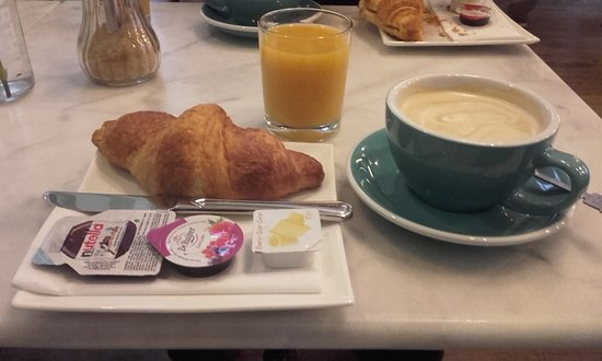 't Hotel: Coissant meal
