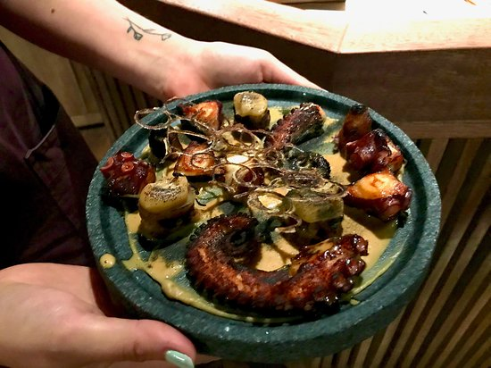 Merito: grilled octopus and scallops