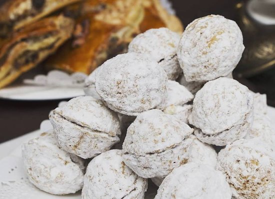 Домашние сладости: орешки со сгущенкой
