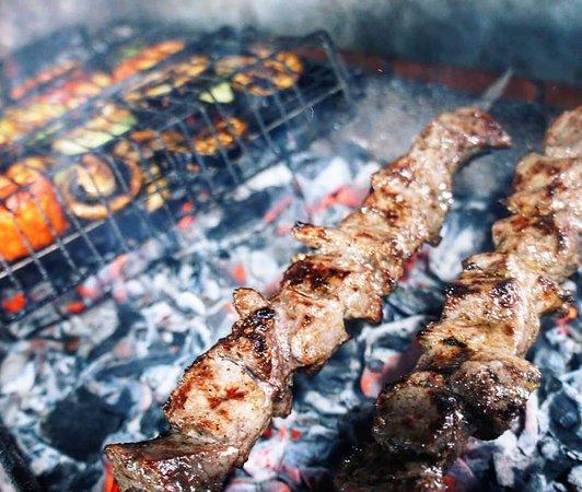 Bakhchisarai: Блюда на мангале: шашлык, овощи гриль