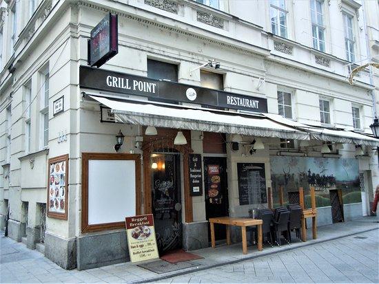 Côté rue Vaci, l'entrée restaurant
