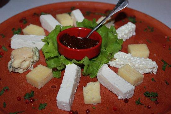 Hoteli Gjuetise: Bio cheese