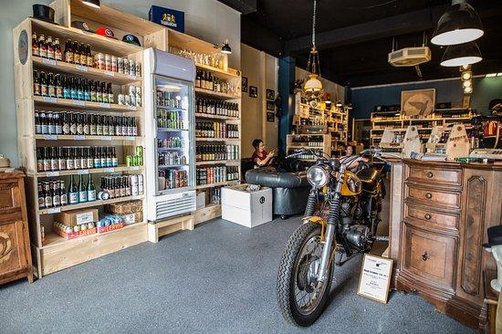 Nijmegen, The Netherlands: Bier en Barbier in één pand. Heerlijke craftbieren en ciders uit alle hoeken. Geniet en Beleef!