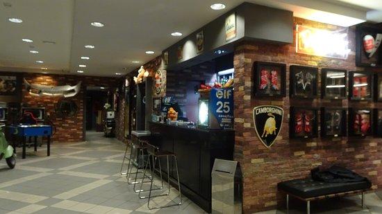 Vallelunga Park Hotel: bar view