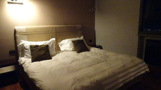 Vallelunga Park Hotel: large and comfortable bed