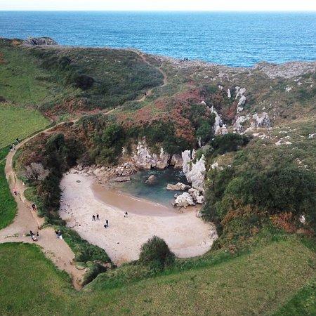 Resultado de imagen de playa de gulpiyuri