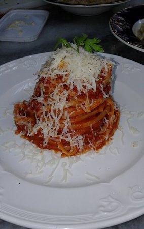 Rita & Champagne Havana: Espaguetis