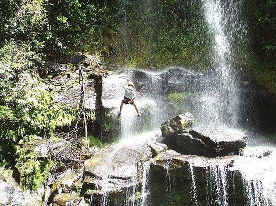 Pirenopolis, GO: Rapel na Cachoeira do Rosário!