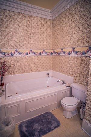 Magnolia Room Bathroom