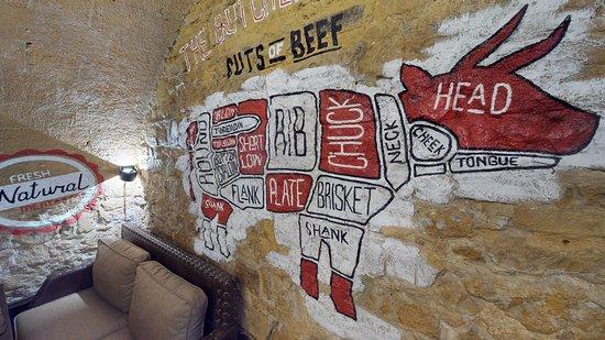 T-bone Grill House: Бычок в разрезах на отрубы