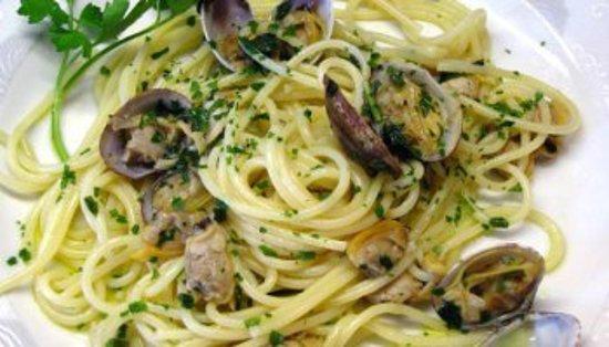 Spaghetti allo scoglio tagliolini all'astice spaghetti alle vongole
