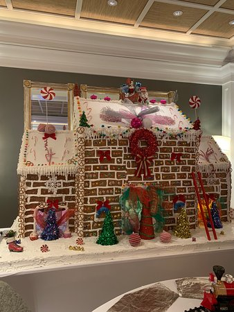 Sandals Emerald Bay Golf, Tennis and Spa Resort: gingerbread house built by the chefs!