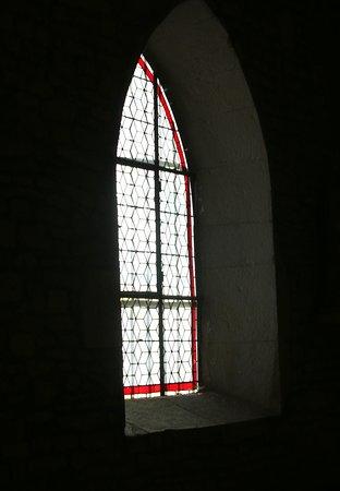 Fragnes : Le chemin pédestre, visite du cimetière et de son église Pour la visite de l'église, il faut demander la clef à la mairie ou aux services municipaux