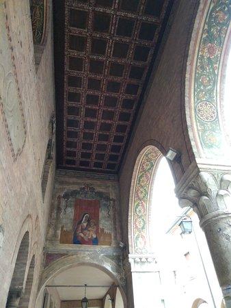 Cinta muraria: Montagnana:Portici