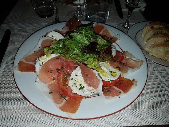 Bellini: Salade de jambon de parme, tomate di buffala.