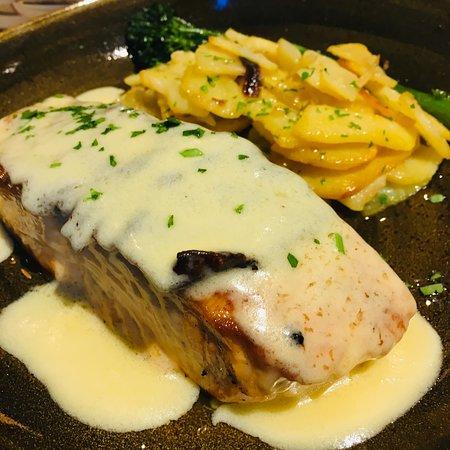 El Pimiento Verde - Quintana: salmón con su salsa y patatas