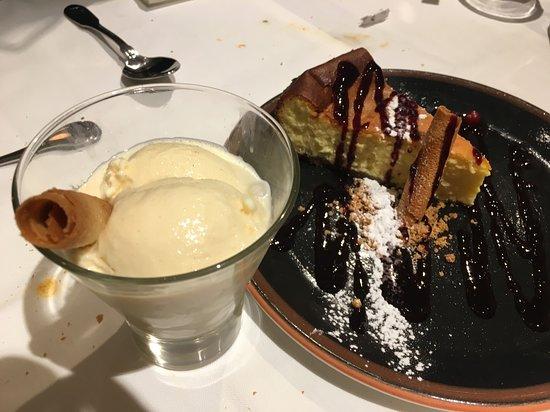 El Pimiento Verde - Quintana: helados caseros y tarta de queso (llevaba crujiente de galleta y una pequeña salsa de frutos rojos)